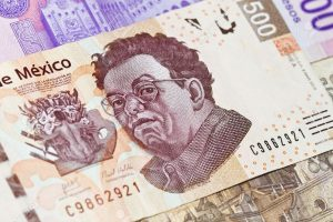 8085450-New-500-peso-mexican-bill-closeup-showing-Diego-Rivera-the-painter-This-is-the-newest-bill-as-of-201-Stock-Photo