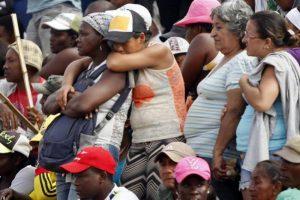 AltFamiliares-de-mineros-sepultados-en-Colombia-foto-EFE