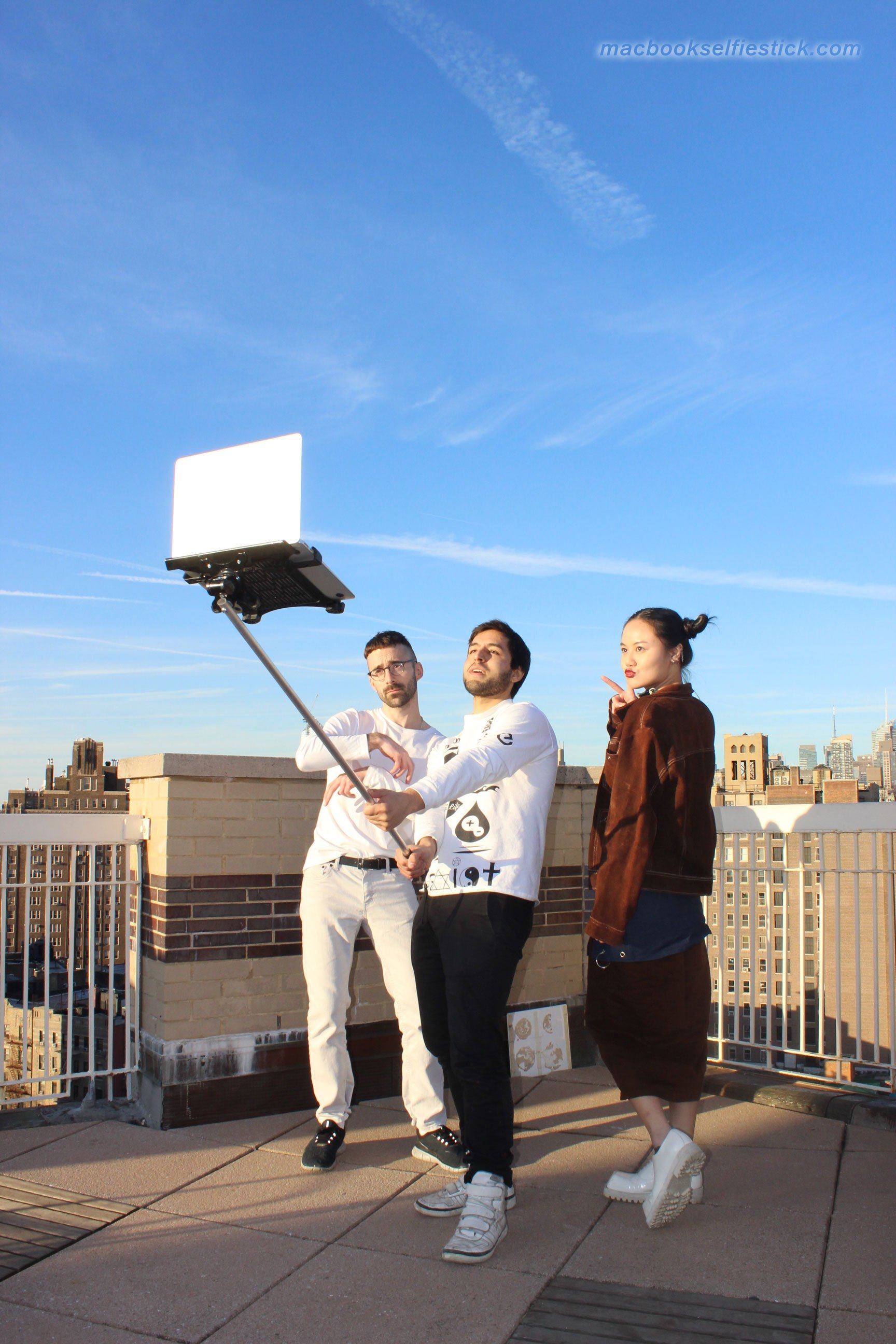 macbook-selfie-stick-9