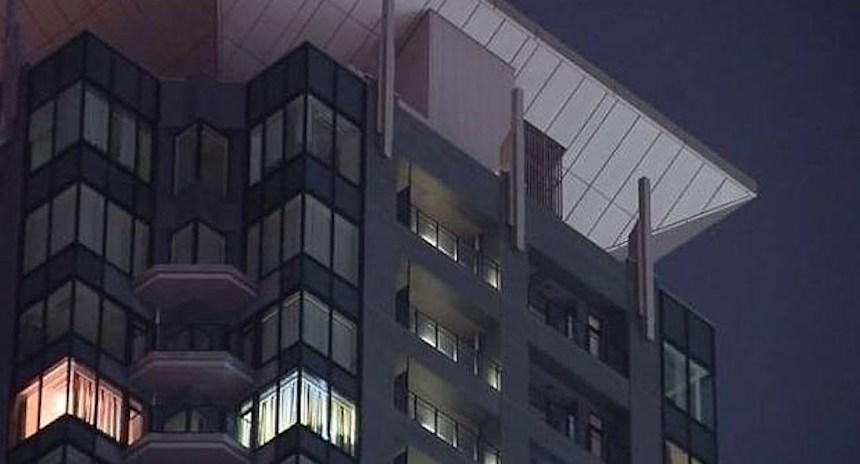 edificio_caida_anime_2