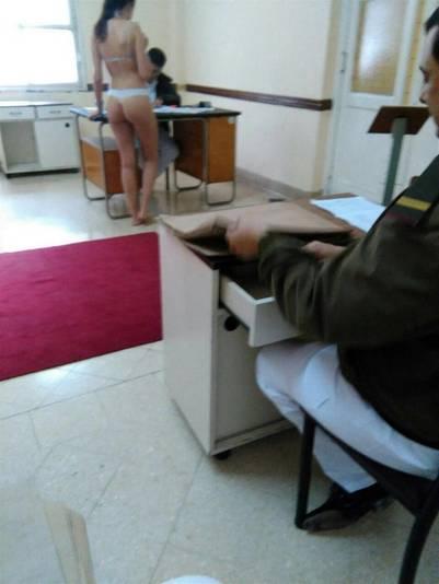 militar desnuda