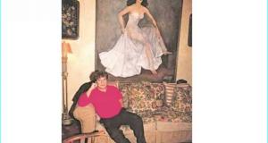 El cantante Juan Gabriel fue el último dueño de la obra Retrato de María Félix, que tiene declaratoria de Monumento Artístico; pero antes de morir, el artista le pidió al exgobernador César Duarte que la resguardara. Foto: ARCHIVO EL UNIVERSAL